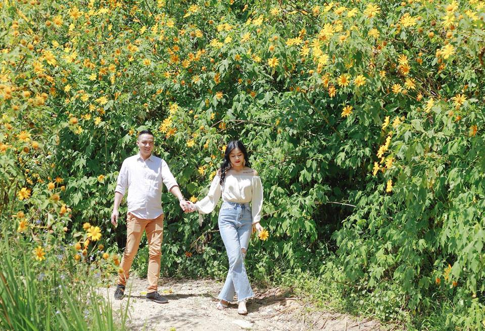 Trước khi công bố chia tay, MC Hoàng Linh vẫn liên tục cập nhật hình ảnh hạnh phúc với hôn phu lên Facebook-13