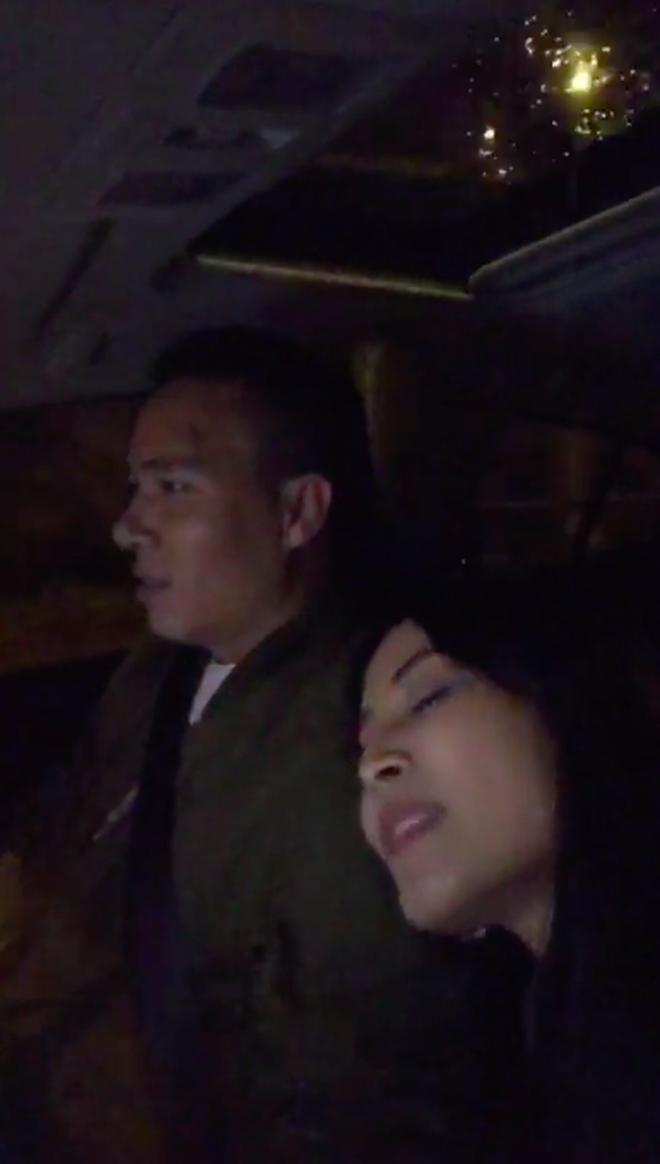 Trước khi công bố chia tay, MC Hoàng Linh vẫn liên tục cập nhật hình ảnh hạnh phúc với hôn phu lên Facebook-7
