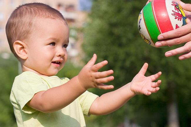 Có 2 hành vi của cha mẹ khiến trẻ chậm nói, cần phải sửa ngay không hối chẳng kịp-3