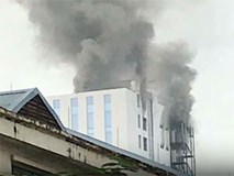 Cháy tòa nhà 18 tầng trên đường Hoàng Quốc Việt