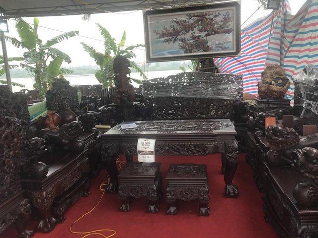 Thương lái Trung Quốc càn quét đồ gỗ trắc, 4 bộ ghế trả luôn 1 triệu USD-1