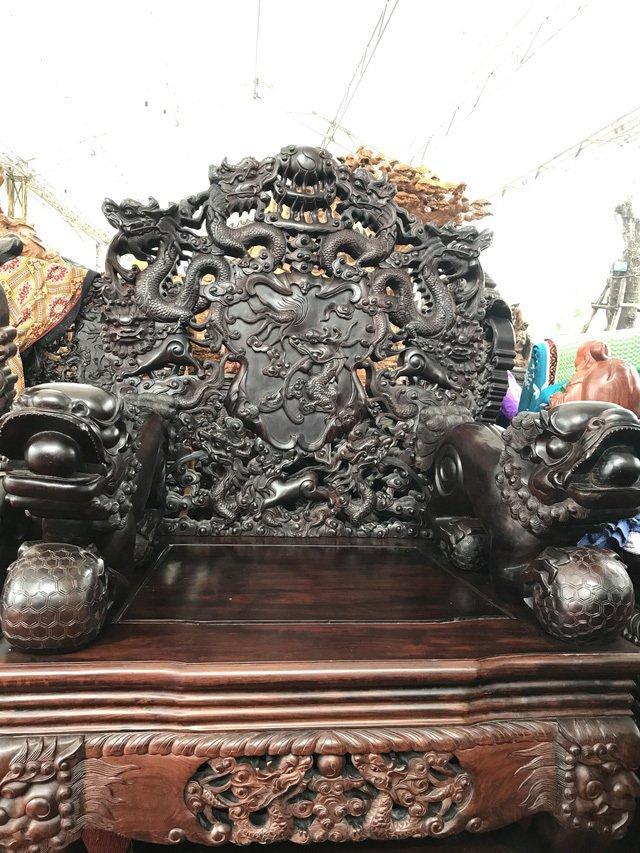 Thương lái Trung Quốc càn quét đồ gỗ trắc, 4 bộ ghế trả luôn 1 triệu USD-4