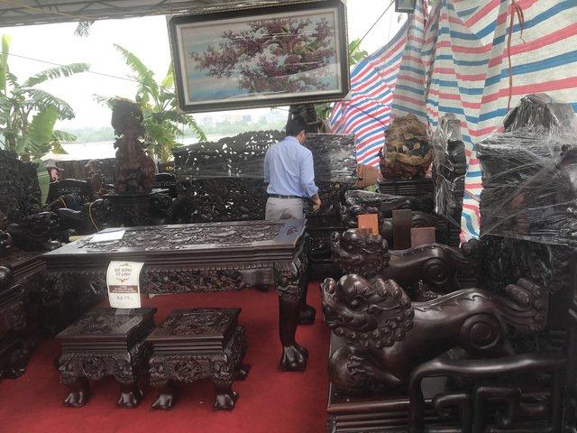 Thương lái Trung Quốc càn quét đồ gỗ trắc, 4 bộ ghế trả luôn 1 triệu USD-5