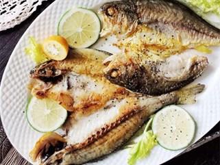 Cứ thử ướp cá theo kiểu này thì cá chiên lúc nào cũng thơm ngon, giòn bên ngoài mềm bên trong, không hề nát hay tanh