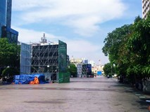 """TP. HCM: 5 màn hình LED """"khủng"""" trên Phố đi bộ Nguyễn Huệ đã sẵn sàng phục vụ người dân xem đội tuyển Việt Nam tại AFF Cup"""