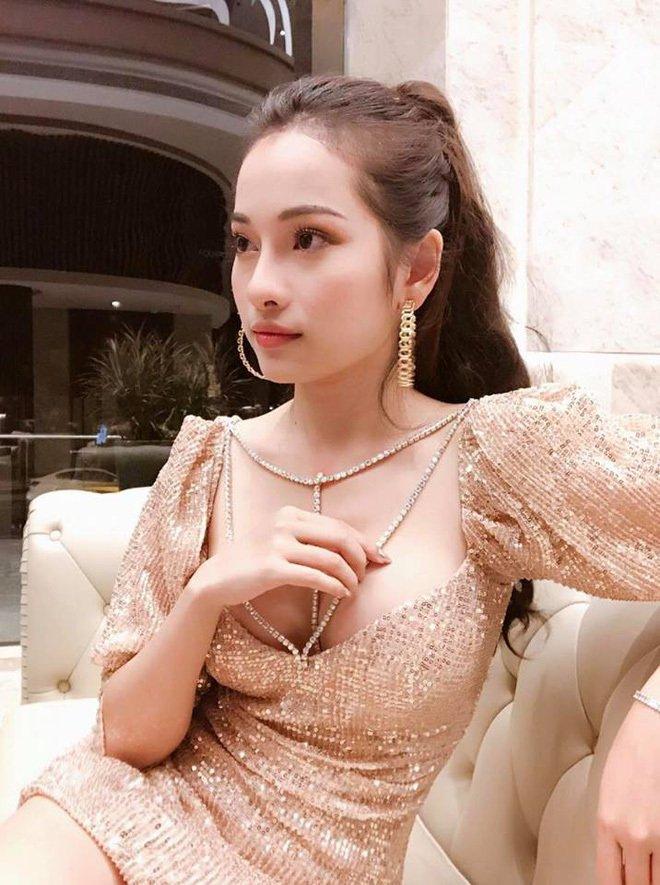Vẻ nóng bỏng của tình mới kém Dương Khắc Linh 13 tuổi-7