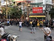 Fan Malaysia đại náo trên phố cổ Hà Nội trước cuộc so tài với Việt Nam ở AFF Cup 2018