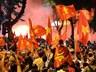 CĐV vây kín Nhà hát lớn, hồ Gươm, đốt pháo sáng mừng VN chiến thắng