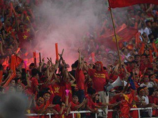 Cổ động viên Myanmar thỉnh cầu fan Việt Nam đừng mang pháo sáng đến sân