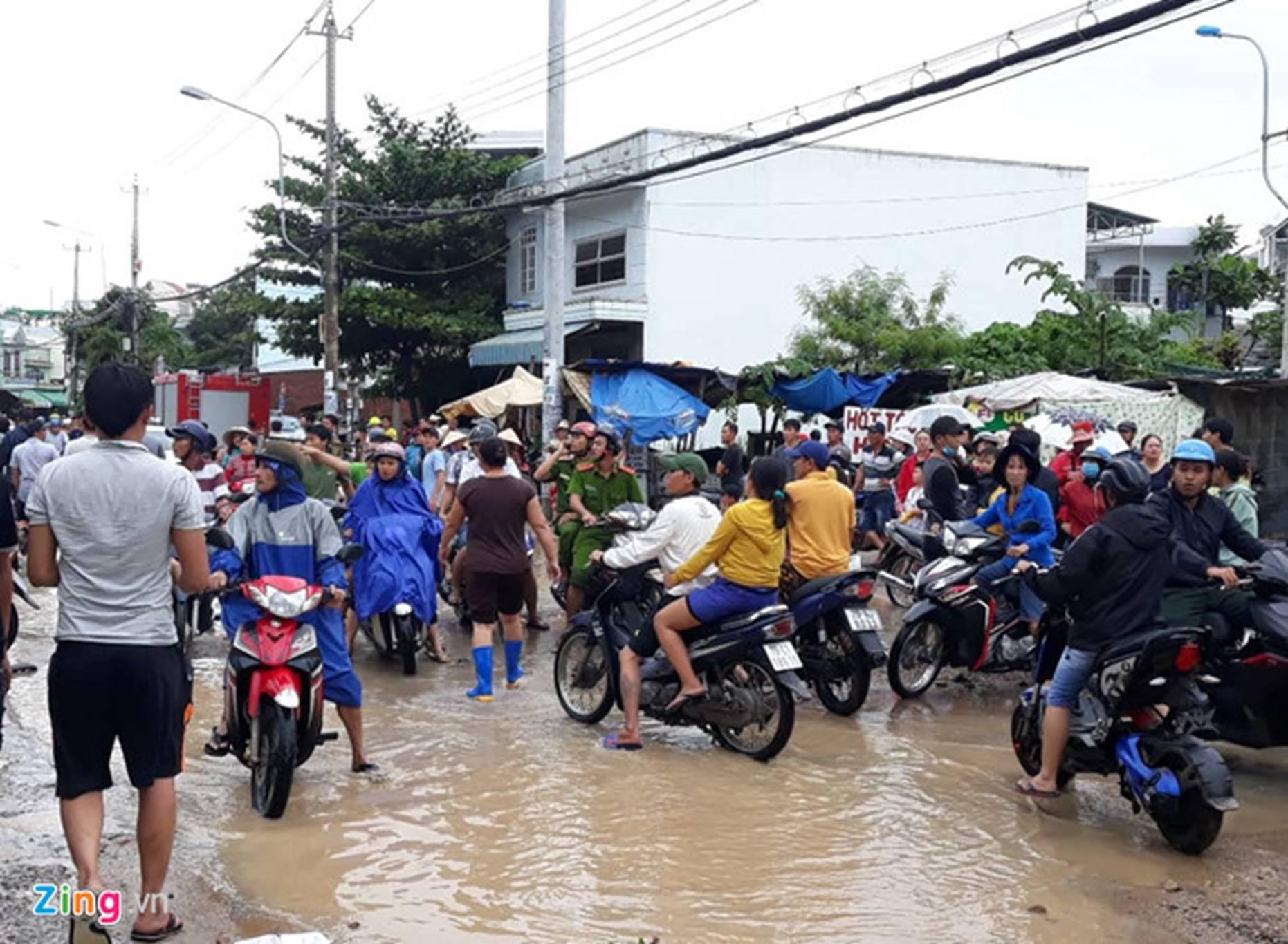 Mưa lũ, sạt lở ở Nha Trang khiến 12 người chết-1