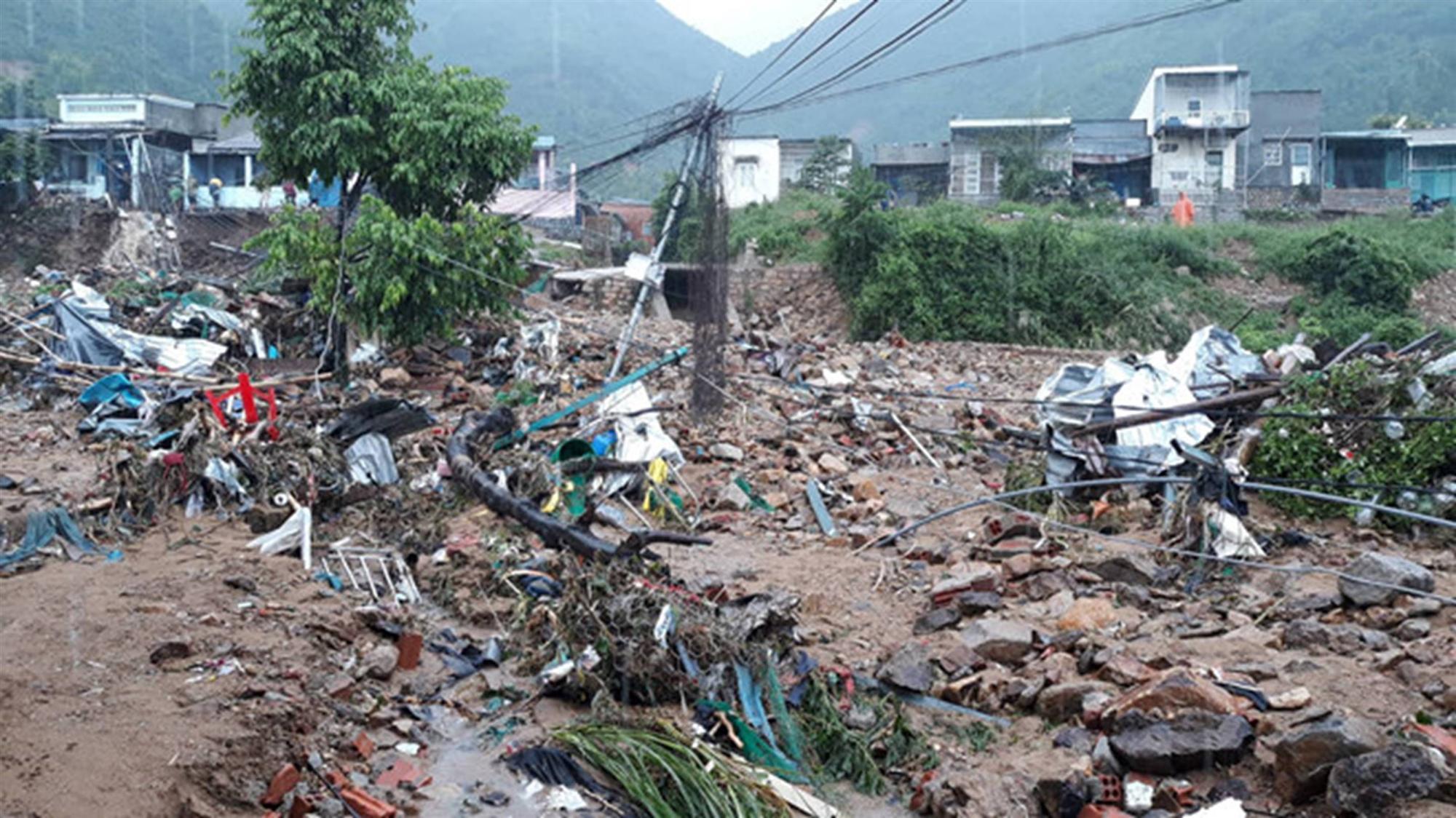 Mưa lũ, sạt lở ở Nha Trang khiến 12 người chết-2