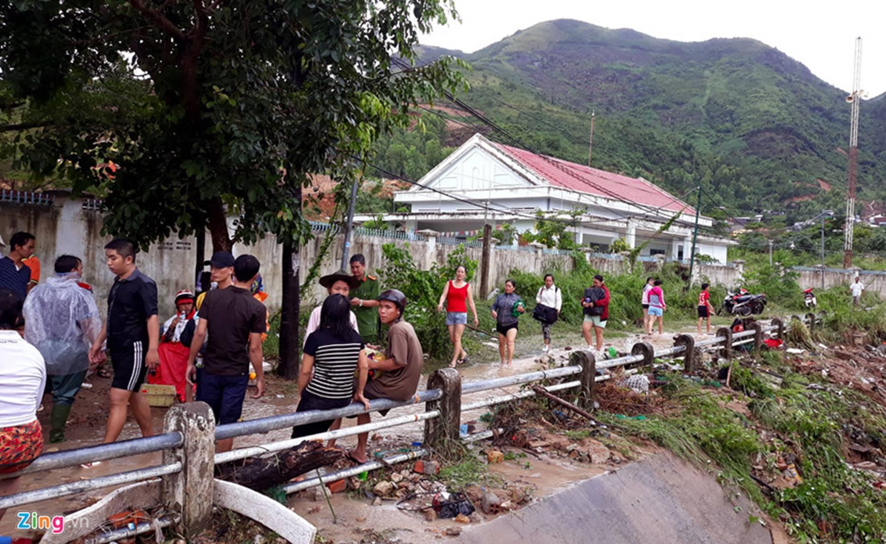 Hiện trường lũ cuốn, sạt lở làm 12 người tử vong ở Nha Trang-9