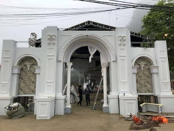 Xôn xao đám cưới khủng ở Cao Bằng: Trang trí 100% bằng hoa tươi, chỉ bắc rạp thôi đã ngốn 2,5 tỷ đồng-2