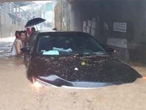 Khánh Hòa: Sạt lở, ngập lụt khắp nơi, đường vào sân bay tê liệt