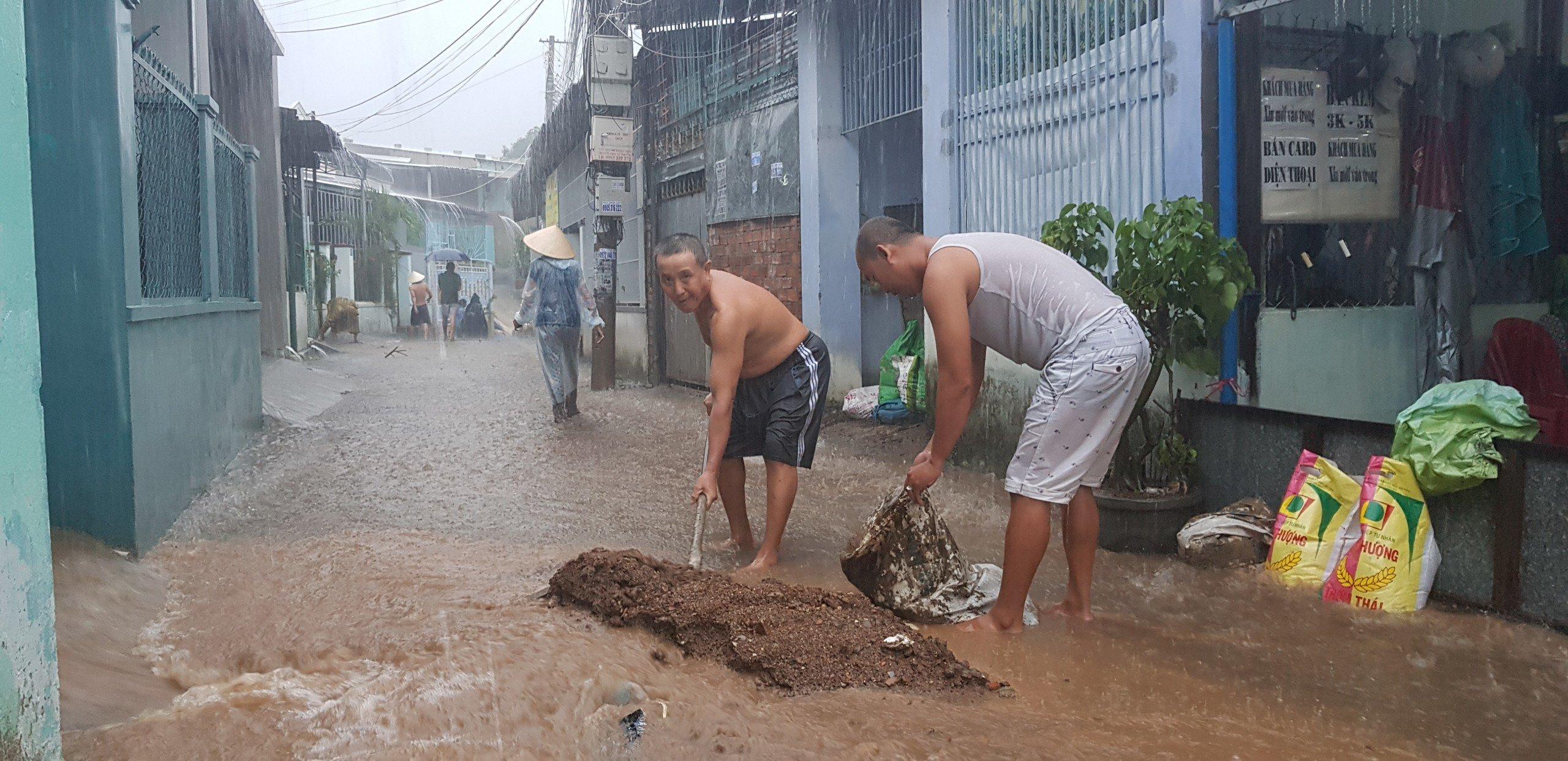 Khánh Hòa: Sạt lở, ngập lụt khắp nơi, đường vào sân bay tê liệt-11