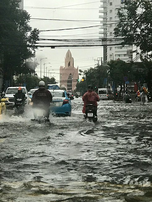 Khánh Hòa: Sạt lở, ngập lụt khắp nơi, đường vào sân bay tê liệt-13