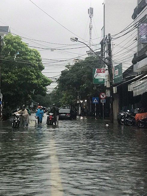Khánh Hòa: Sạt lở, ngập lụt khắp nơi, đường vào sân bay tê liệt-14