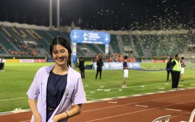 Nhiều CĐV xin được chấn thương vì bóng hồng của ĐT Thái Lan quá xinh đẹp-2
