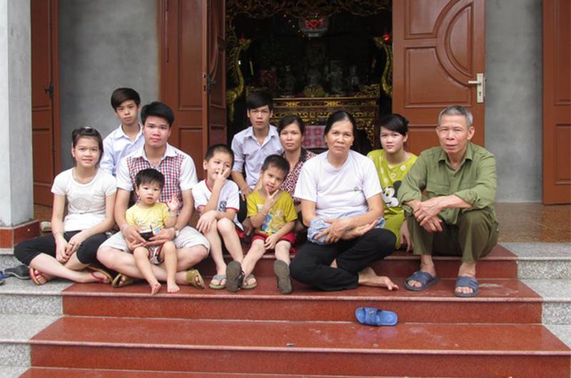 4 gia đình con đàn cháu đống đông nhất Việt Nam, riêng vua đẻ có tới 2 vợ, 21 con-1