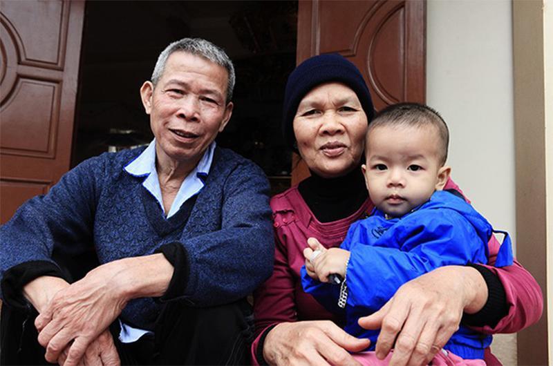 4 gia đình con đàn cháu đống đông nhất Việt Nam, riêng vua đẻ có tới 2 vợ, 21 con-2