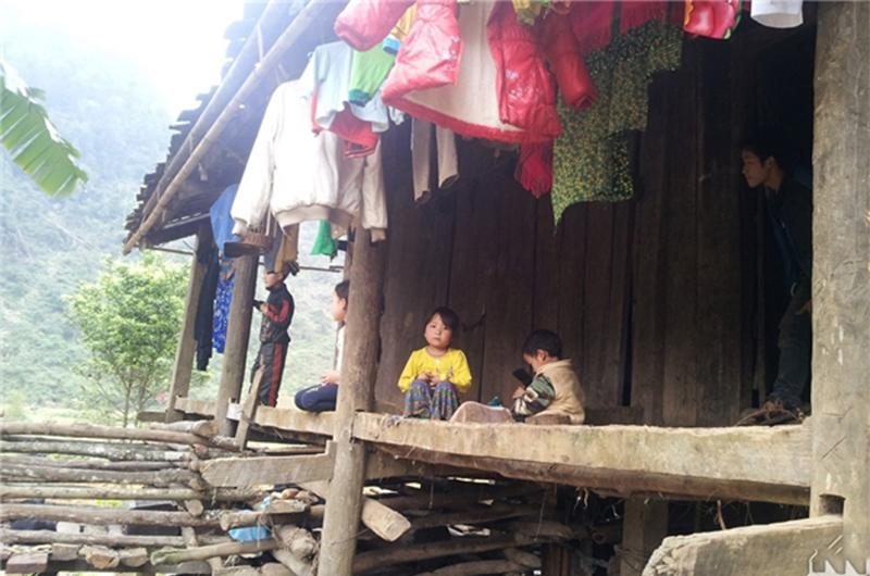 4 gia đình con đàn cháu đống đông nhất Việt Nam, riêng vua đẻ có tới 2 vợ, 21 con-18