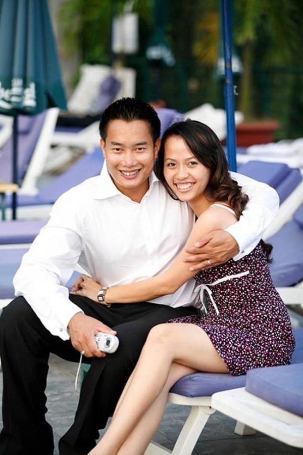 Sau 15 năm kết hôn, MC đình đám của VTV mới khoe ảnh cận mặt vợ, nhan sắc cô ấy khiến ai nấy bất ngờ-18