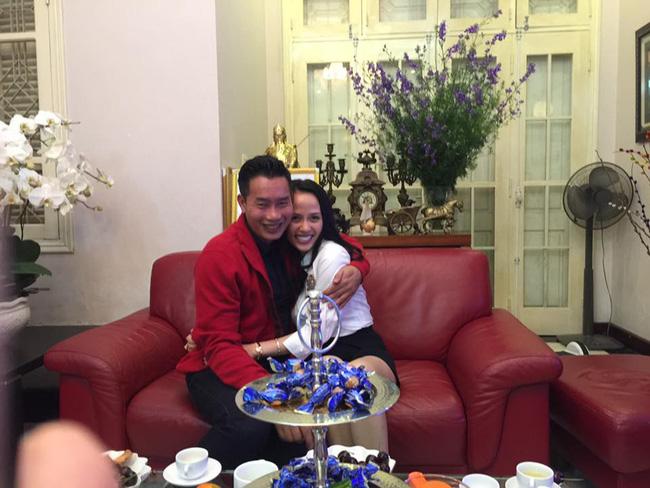 Sau 15 năm kết hôn, MC đình đám của VTV mới khoe ảnh cận mặt vợ, nhan sắc cô ấy khiến ai nấy bất ngờ-13
