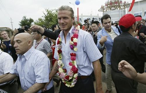 Trước khi mặc đẹp nhất thế giới, Beckham từng lao đao vì mặc thảm họa-6