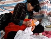 Bé 1 tháng tuổi ngủ ở vỉa hè: Người mẹ cư xử không bình thường, hay bỏ trốn
