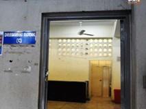Phòng thay đồ của tuyển Việt Nam ở Myanmar: Nhà vệ sinh bốc mùi, ghế ngồi rỉ sét