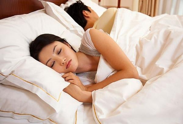 Chồng hoang mang khi vợ ngoan hiền lại thường mơ giấc mơ... hư hỏng-2