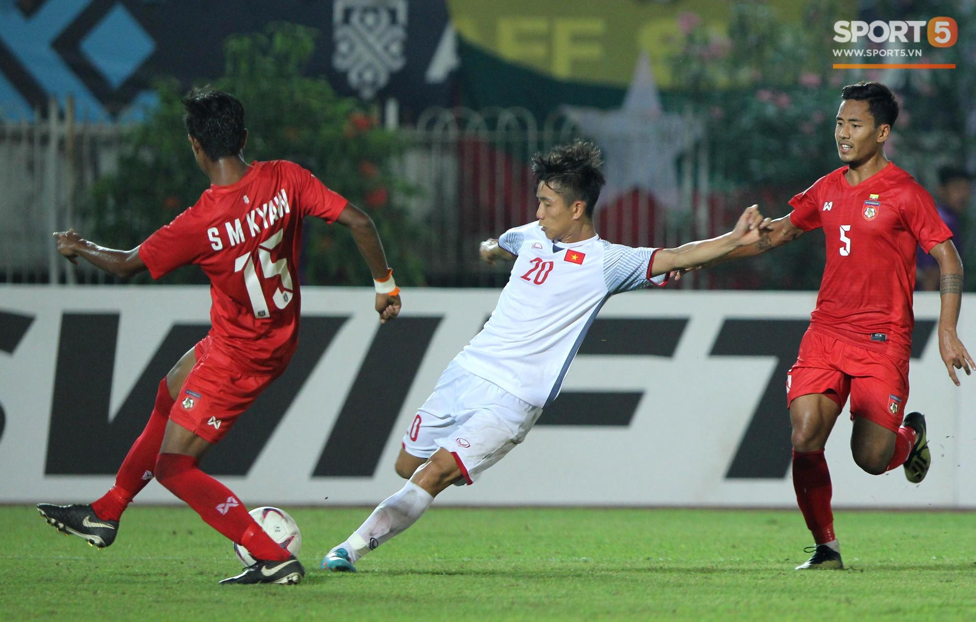 Vì sao cầu thủ tuyển Việt Nam sút trượt liên tiếp trong trận gặp Myanmar?-4