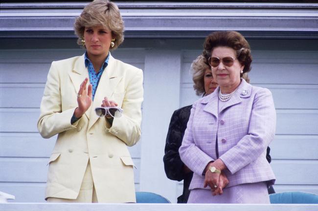 Nữ hoàng Anh đã rút ra một bài học lớn, có sự thay đổi lột xác sau cái chết của con dâu Diana-1