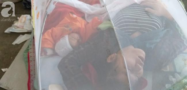 Bé gái 1 tháng tuổi phải đắp chăn nằm vỉa hè chợ Đồng Xuân: Gia đình muốn đón nhưng người mẹ đều bỏ trốn-8