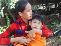 Bố bỏ từ khi chưa sinh ra, bé gái 5 tuổi bại não sống cùng người mẹ tật nguyền cầu xin một lần được chữa bệnh