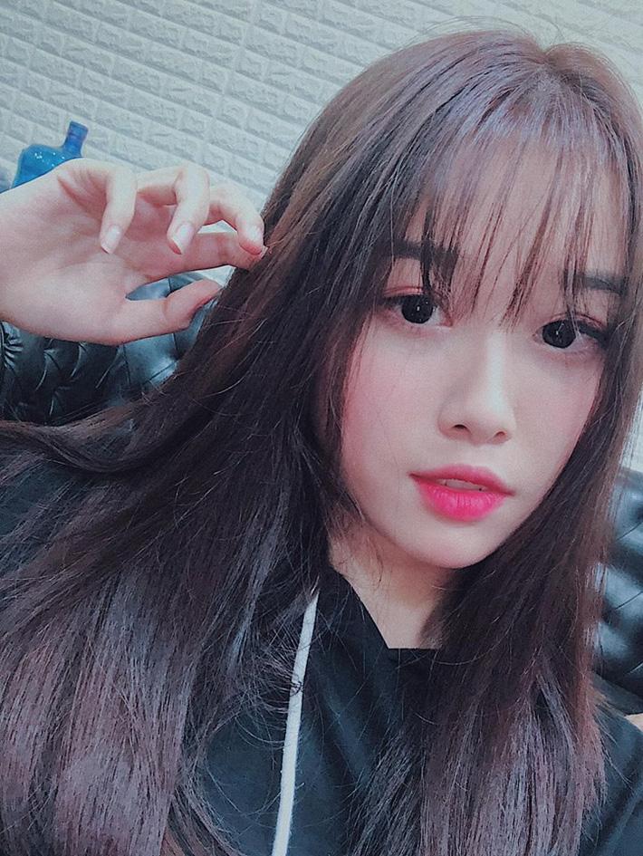 Bạn gái xinh như thiên thần của Văn Toàn khiến hội chị em buồn lòng-4