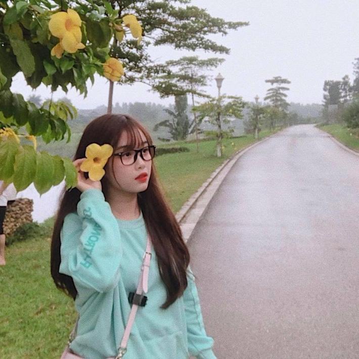 Bạn gái xinh như thiên thần của Văn Toàn khiến hội chị em buồn lòng-6