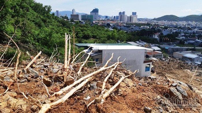 Nha Trang sạt lở: Quả bom nước nổ trên đồi vùi chết cả nhà cô giáo-3