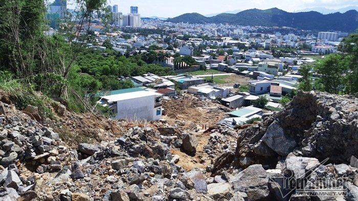 Nha Trang sạt lở: Quả bom nước nổ trên đồi vùi chết cả nhà cô giáo-7