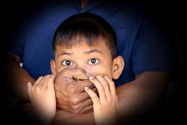 Bé trai 9 tuổi bị bắt cóc sau 1 lời dụ dỗ và nguyên tắc bố mẹ cần lưu ý để bảo vệ con-1