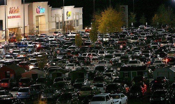 Tranh mua đồ giảm giá: Đám đông la hét, 1 người bị dẫm đạp đến chết-4