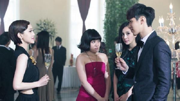 """Thấy bạn trai thân mật với tình cũ, cô gái vẫn mỉm cười cho đến khi tiệc tàn thì lạnh lùng chốt hạ"""" bằng 4 từ-1"""