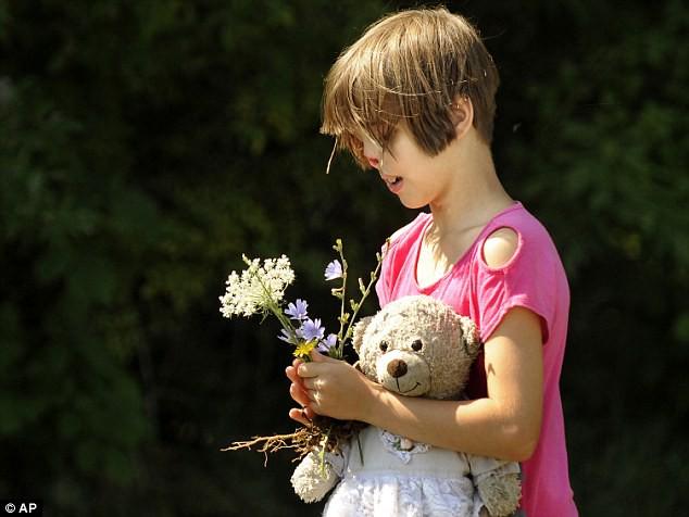 Sự thay đổi ngoạn mục của bé gái bị chồn ăn nửa mặt và ước mơ nhỏ thành hiện thực sau 15 năm-7