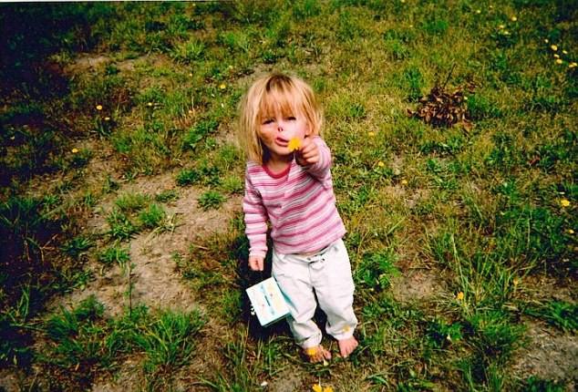 Sự thay đổi ngoạn mục của bé gái bị chồn ăn nửa mặt và ước mơ nhỏ thành hiện thực sau 15 năm-4