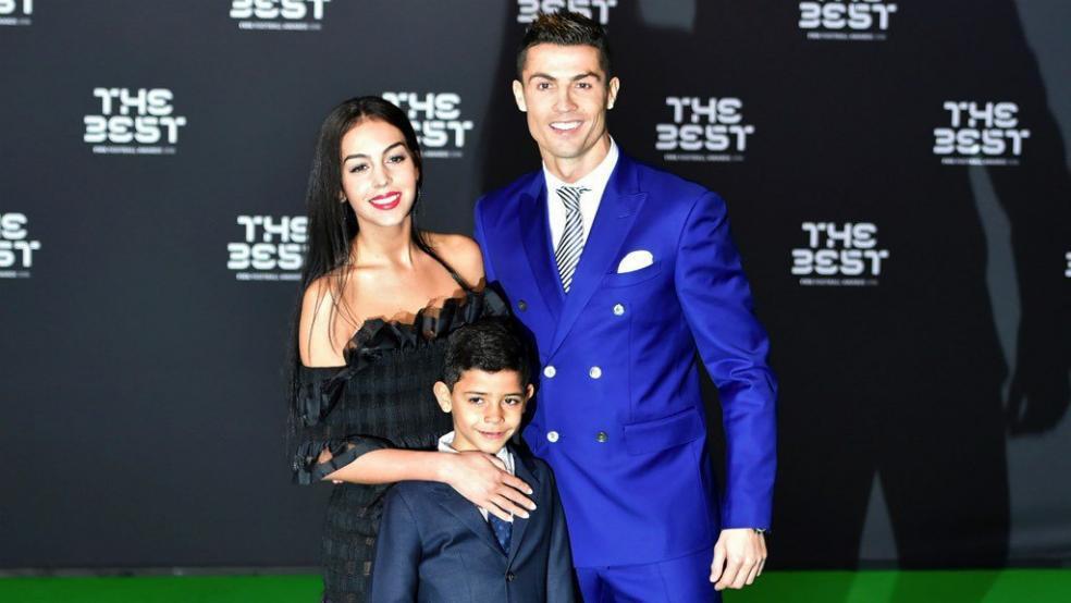 Tình sử đầy thị phi của Cristiano Ronaldo trước khi đính hôn: Từ siêu mẫu Victorias Secret đến tiểu thư nhà giàu lộ băng sex-13