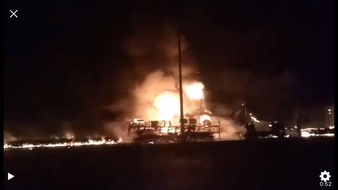 Thông tin chính thức vụ xe bồn chở xăng lao vào nhà dân khiến 6 người chết, 19 căn nhà cháy rụi-1