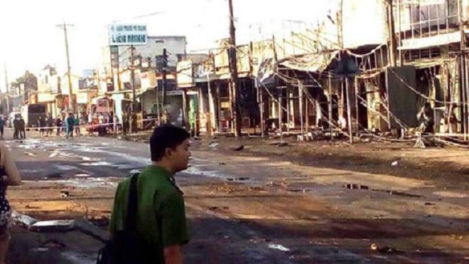 Thông tin chính thức vụ xe bồn chở xăng lao vào nhà dân khiến 6 người chết, 19 căn nhà cháy rụi-2