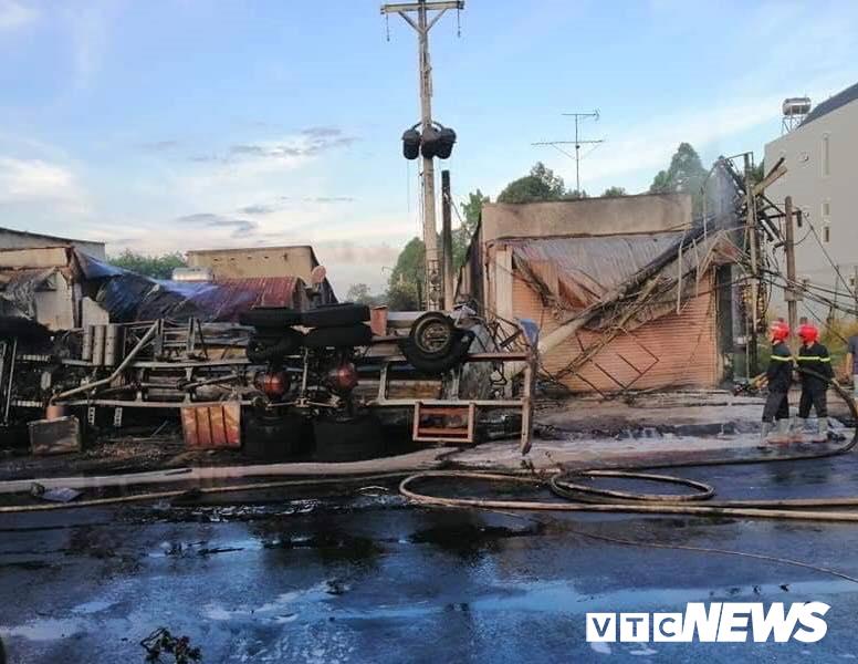 Xe bồn chở xăng lao vào nhà dân bốc cháy ngùn ngụt khiến 6 người chết: Tiết lộ nguyên nhân-2