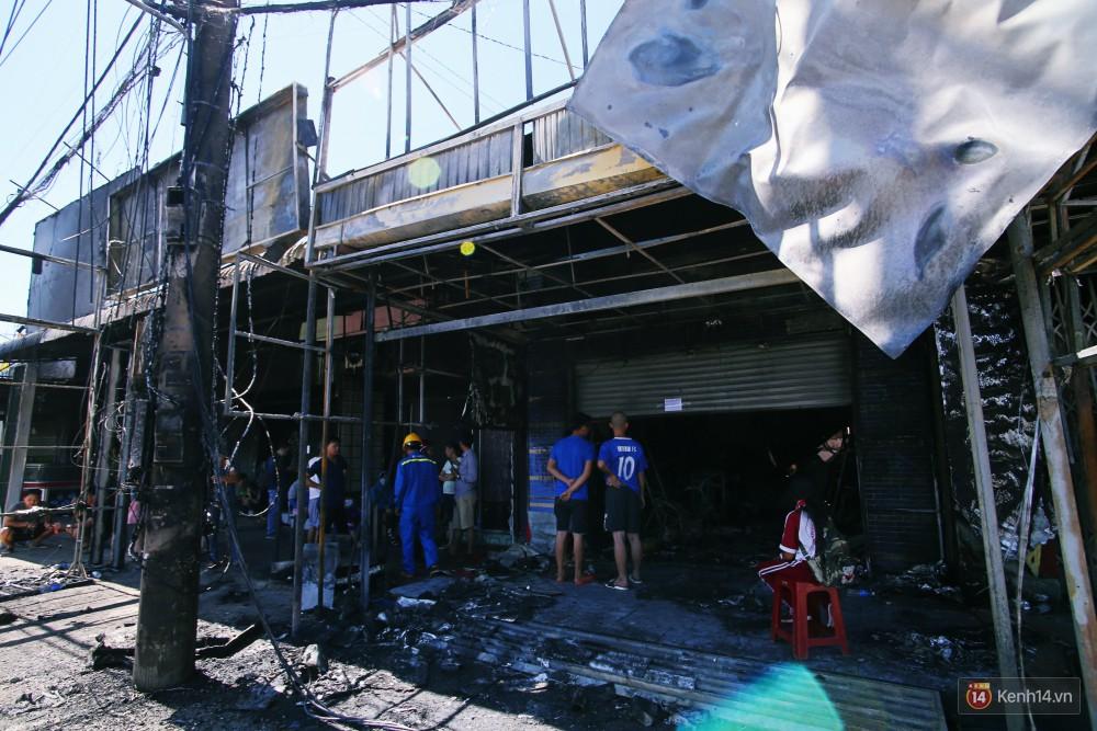Hiện trường đổ nát sau vụ cháy kinh hoàng ở Bình Phước khiến 6 người tử vong, trong đó có 2 trẻ nhỏ-2