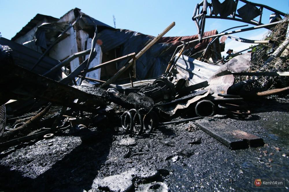 Hiện trường đổ nát sau vụ cháy kinh hoàng ở Bình Phước khiến 6 người tử vong, trong đó có 2 trẻ nhỏ-3